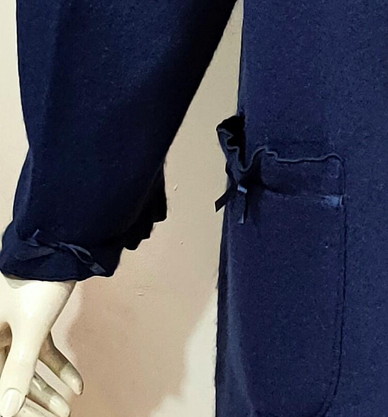 Particolare tasca vestaglia blu