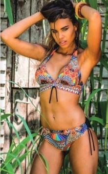 Bikini triangolo fantasia etnica su fondo nero