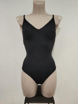 Costume leggero nero con impunture su tessuto